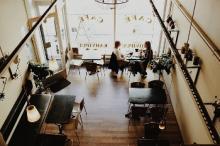 Café. Foto door Free-Photos.